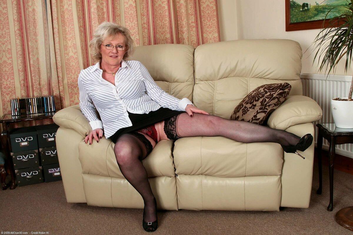 Зрелые Женщины Голые С Членами