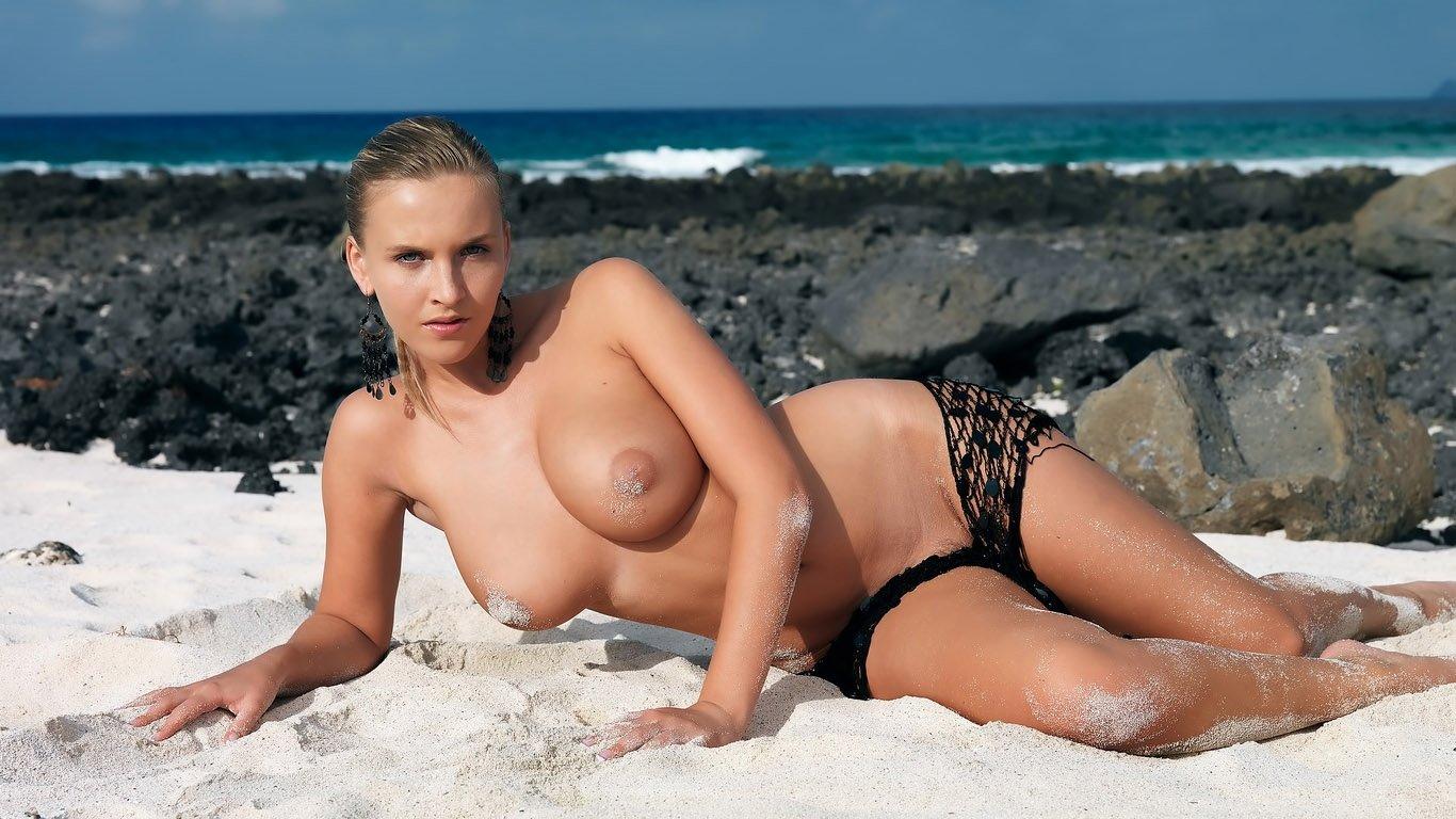 Голые Девушки На Пляже