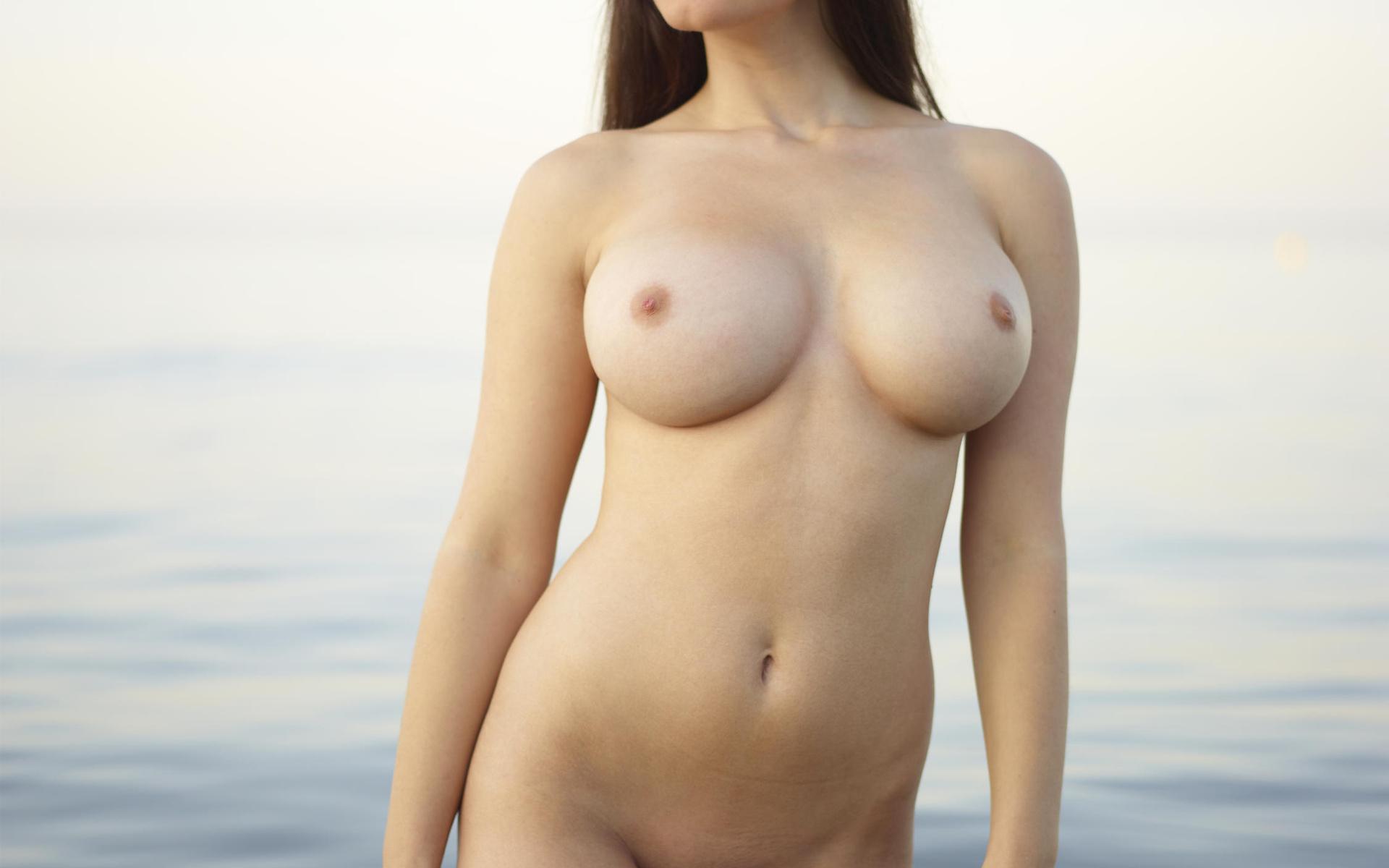Голые Женщины С 4 Размером Груди