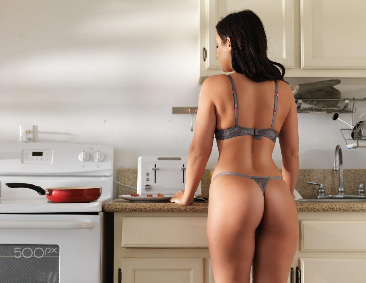 Голые Бабы На Кухне