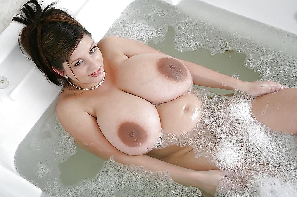 Большие Голые Сиськи В Ванной
