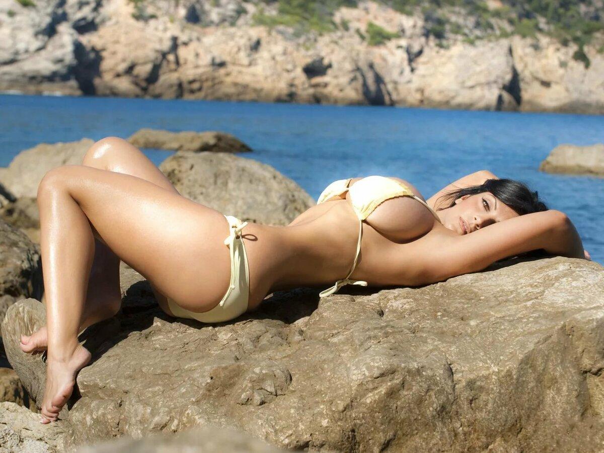 Голая Грудь На Пляже