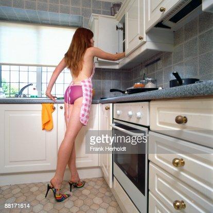 Голая Жена На Кухне Видео