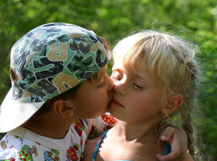 Голые Девочки Целуются С Мальчиками