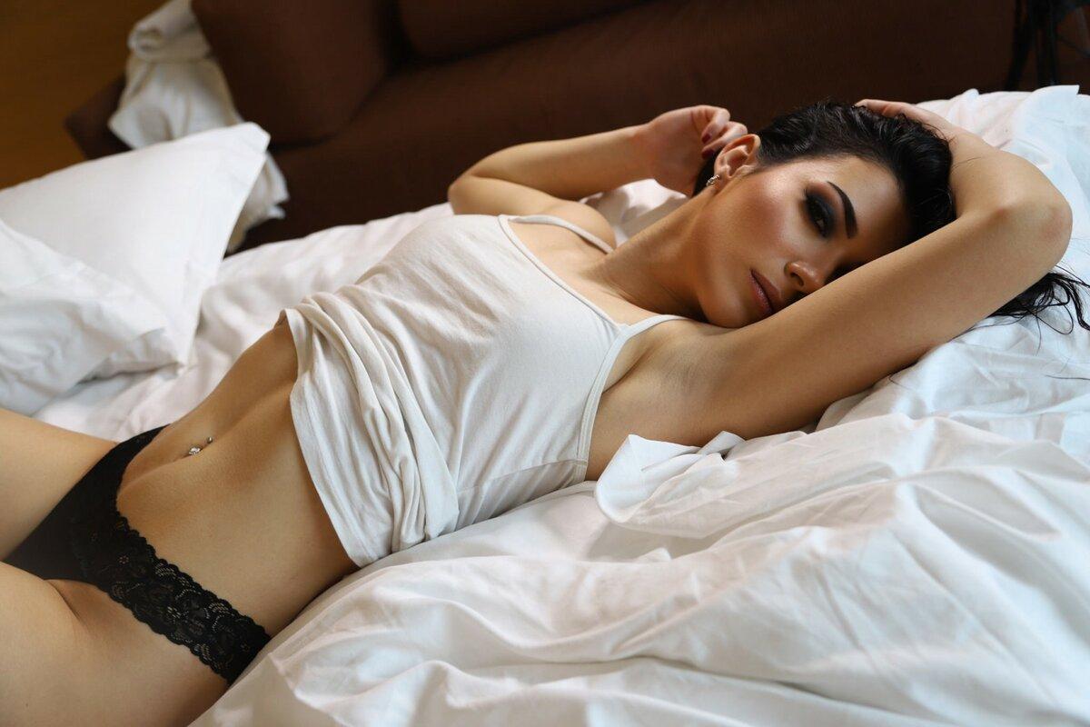 Фото Голых Женщин Лежащих На Животе