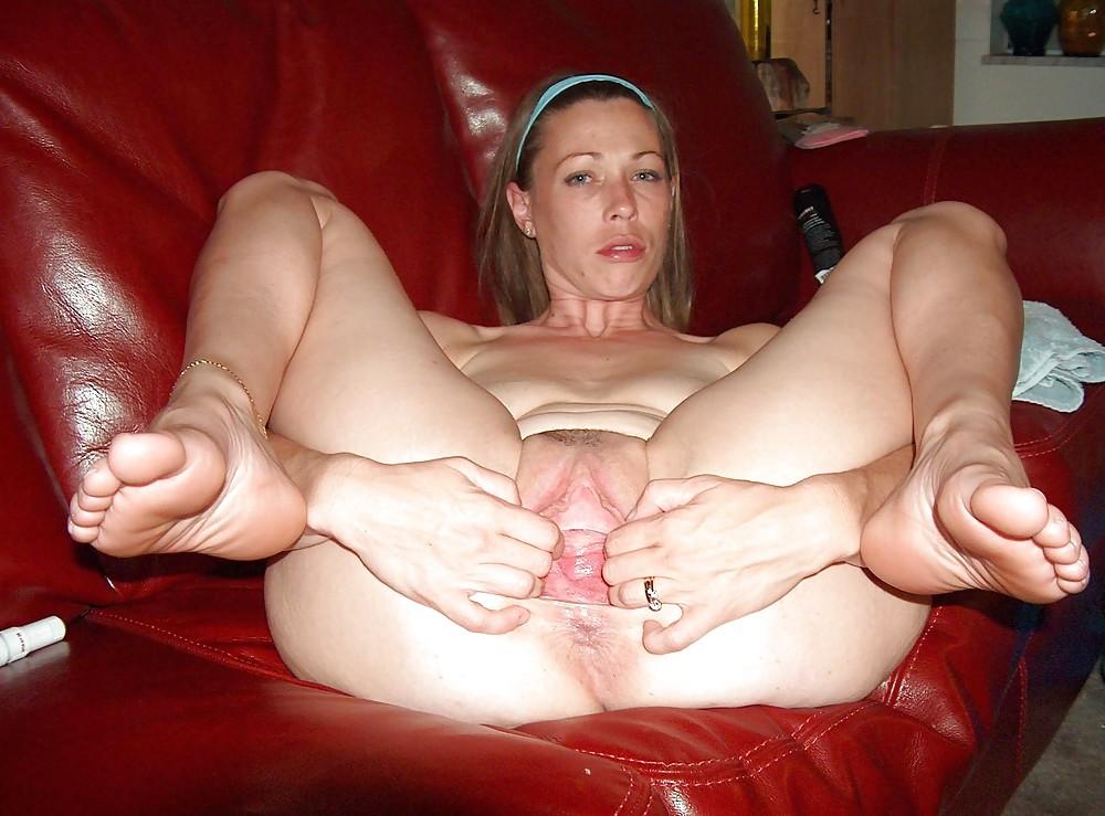 Голые Женщины Раздвинув Ноги Домашнее Фото
