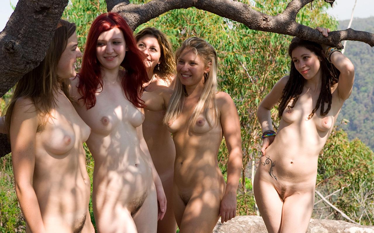 Много Голых Девушек Фото
