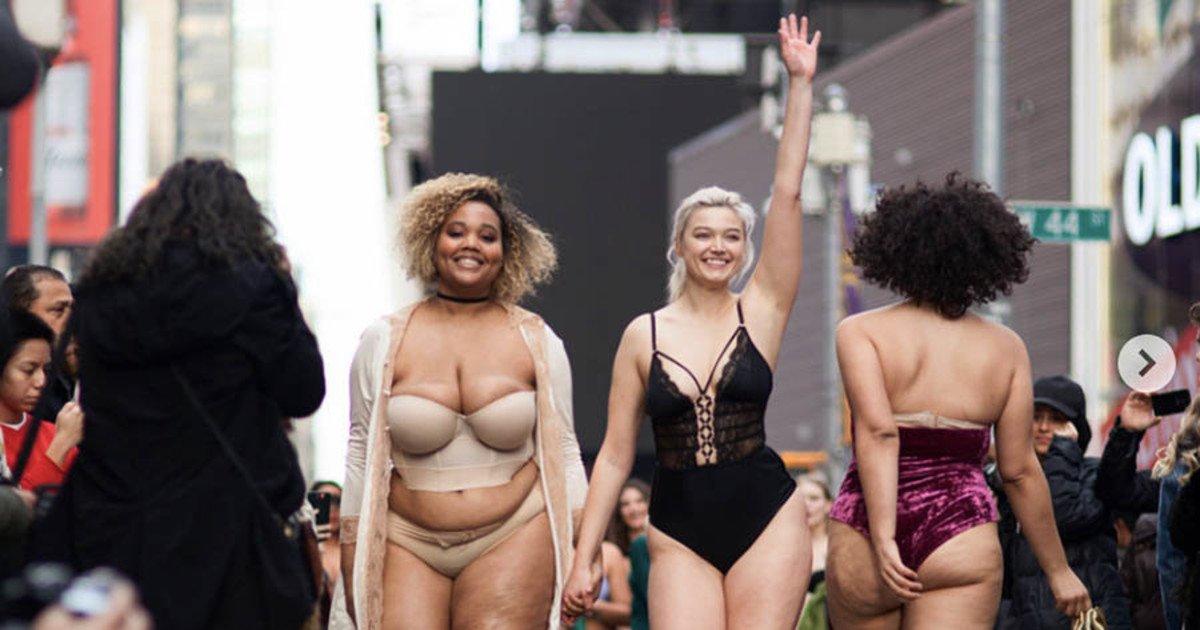 Фото Видео Одетых И Голых Женщин