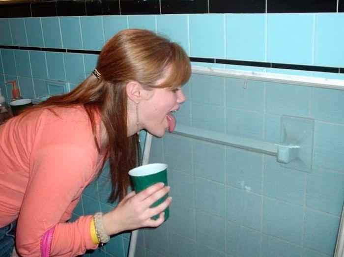Голые Русские В Туалете