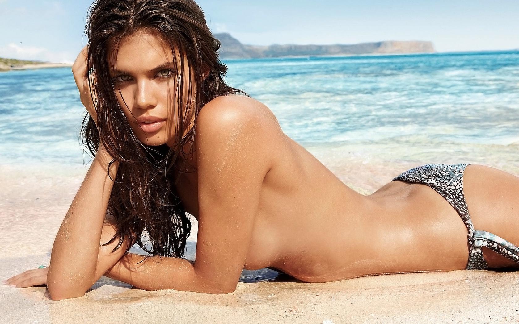 Голые Пляжные Девки