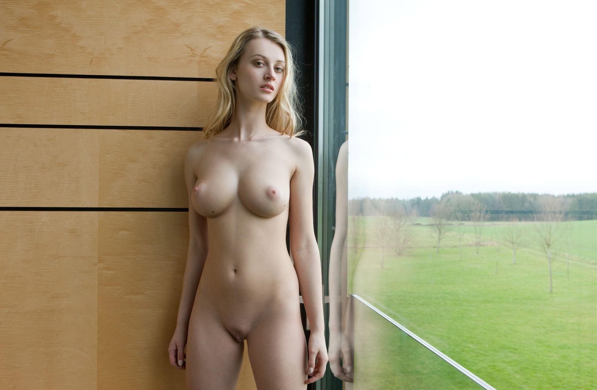 Голые Девушки С Анальными Хвостами Фото