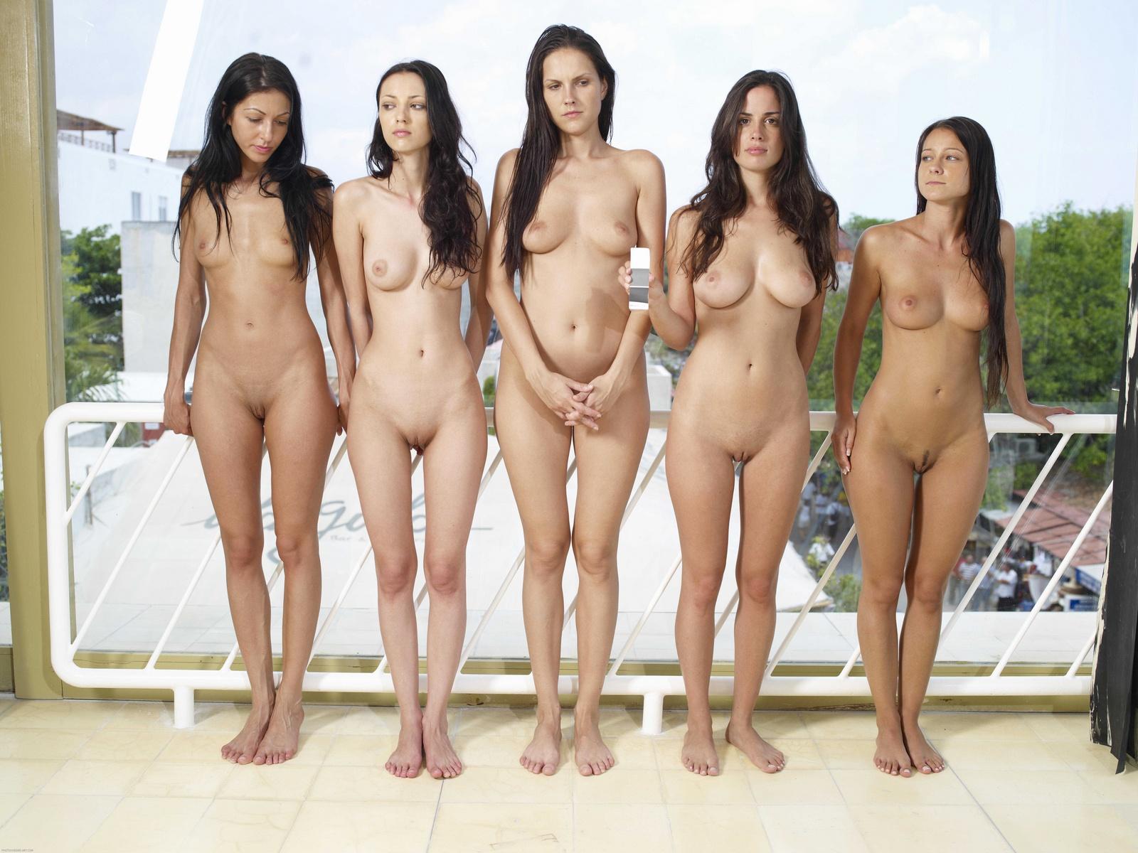 Голые Женщины Позируют Видео