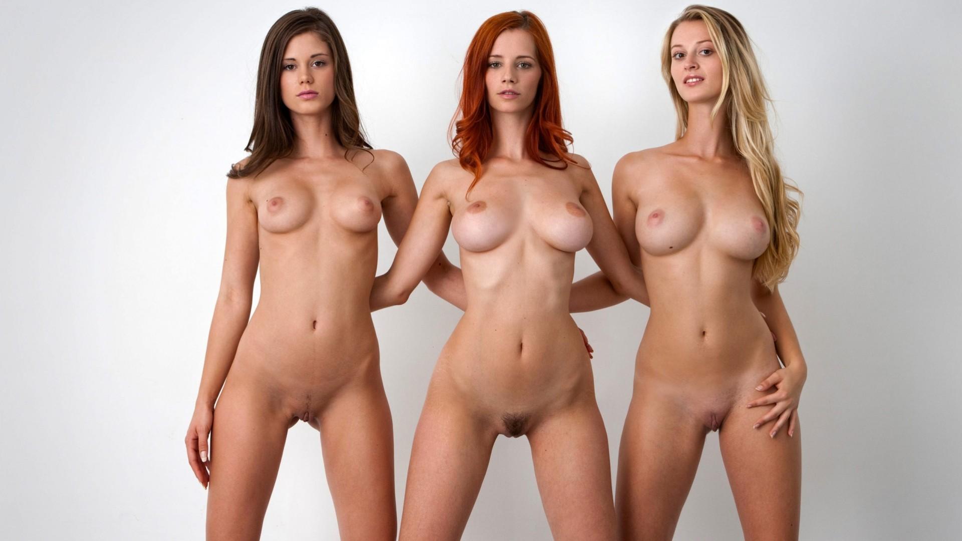 Голые Девушки В Общественных Местах Фото