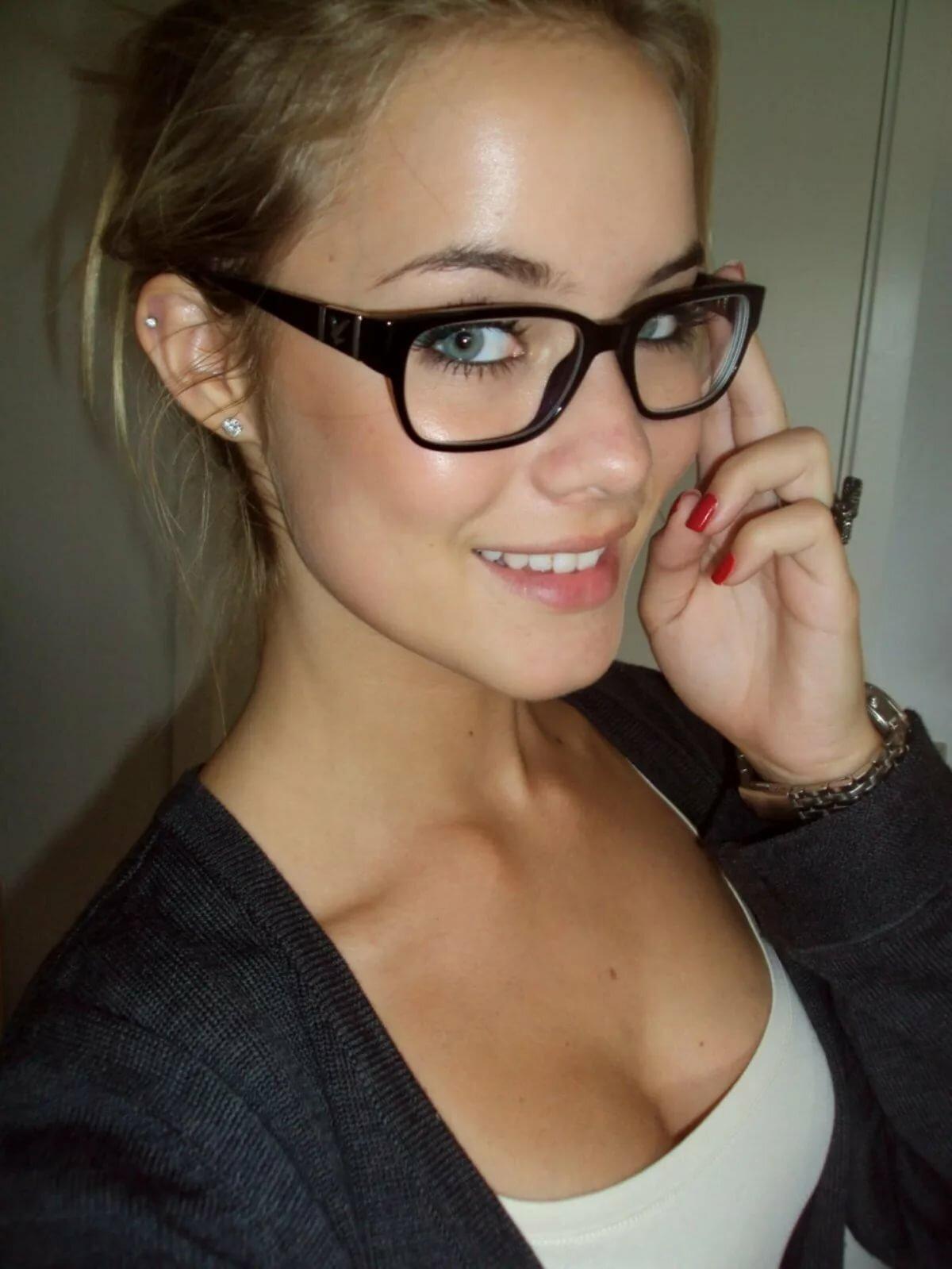 Голые Девочки В Очках