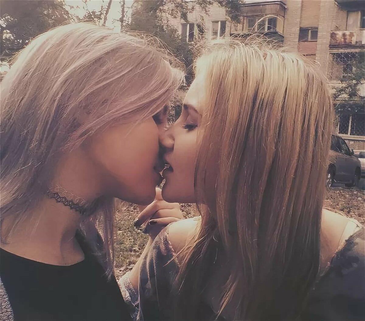 Поцелуи Голых В Постели Знаменитости
