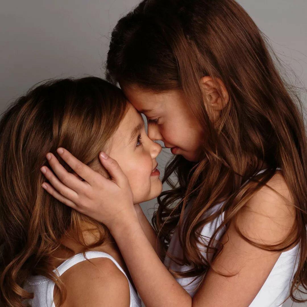 Lesbians Makig Out