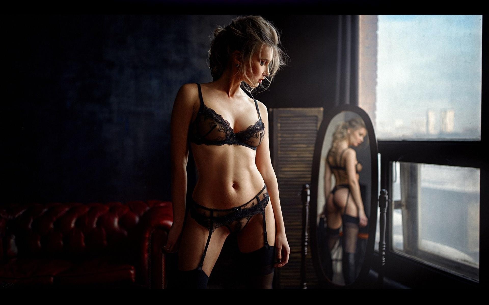 Фото Голых Девушек В Комнате