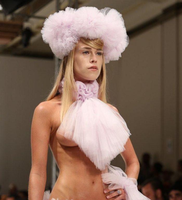 Смотреть Голая Мода