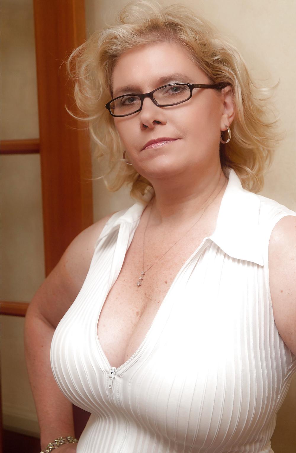 Голые Сиськи Пожилых Женщин Фото