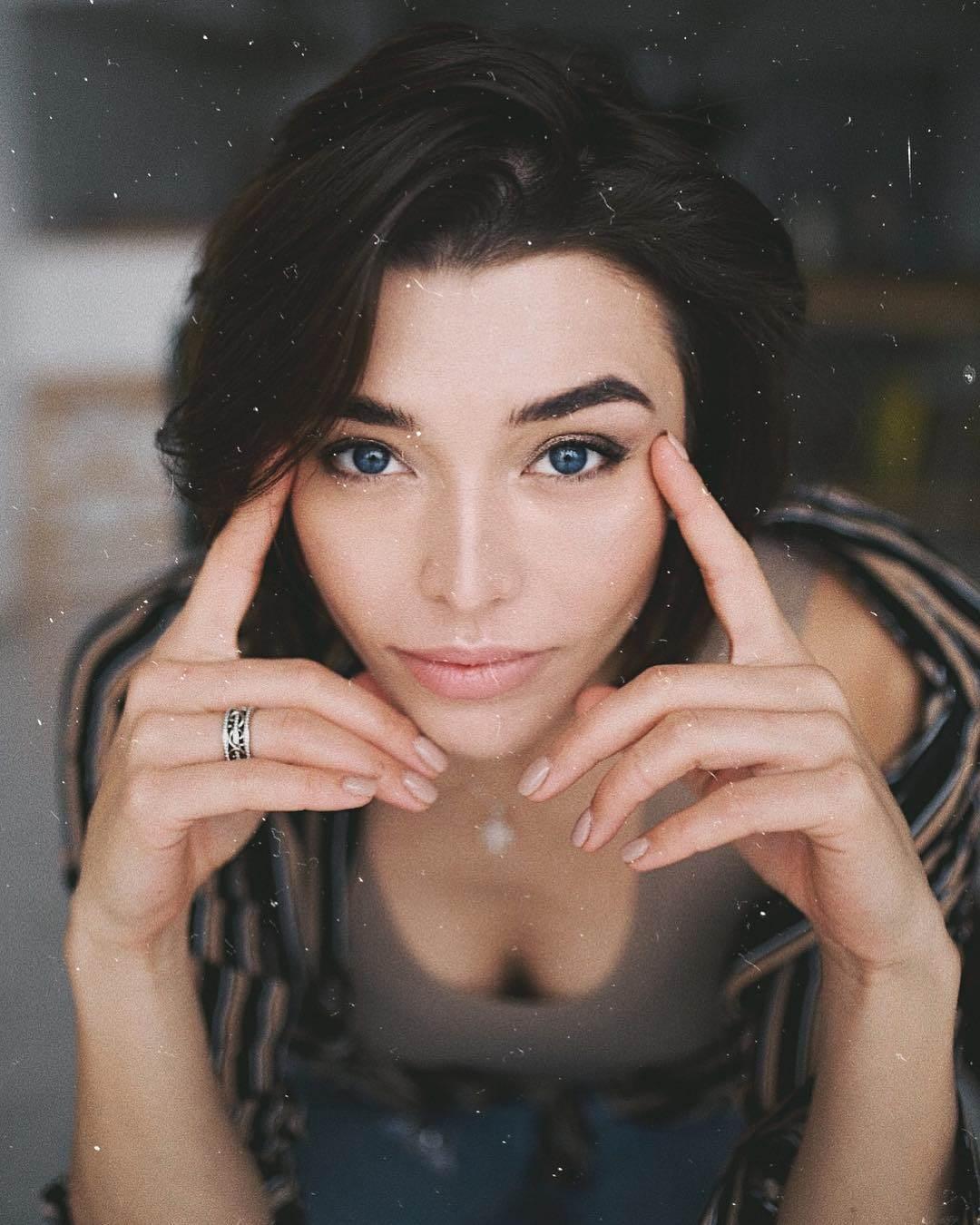 Алина Астровская Голая
