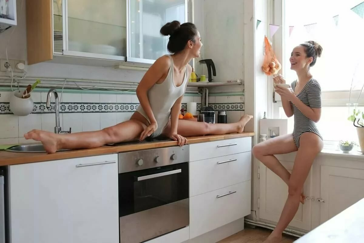 Фото Голых Девушек На Кухне