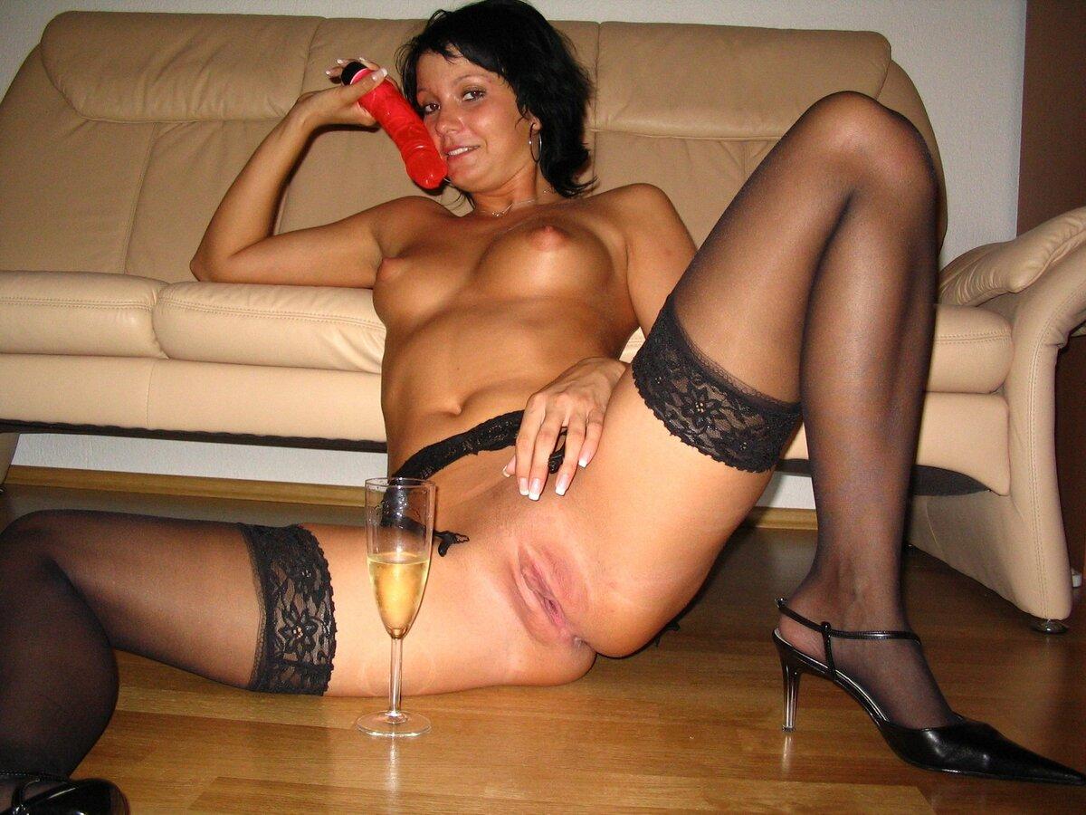 Голая Жена В Спальне Фото