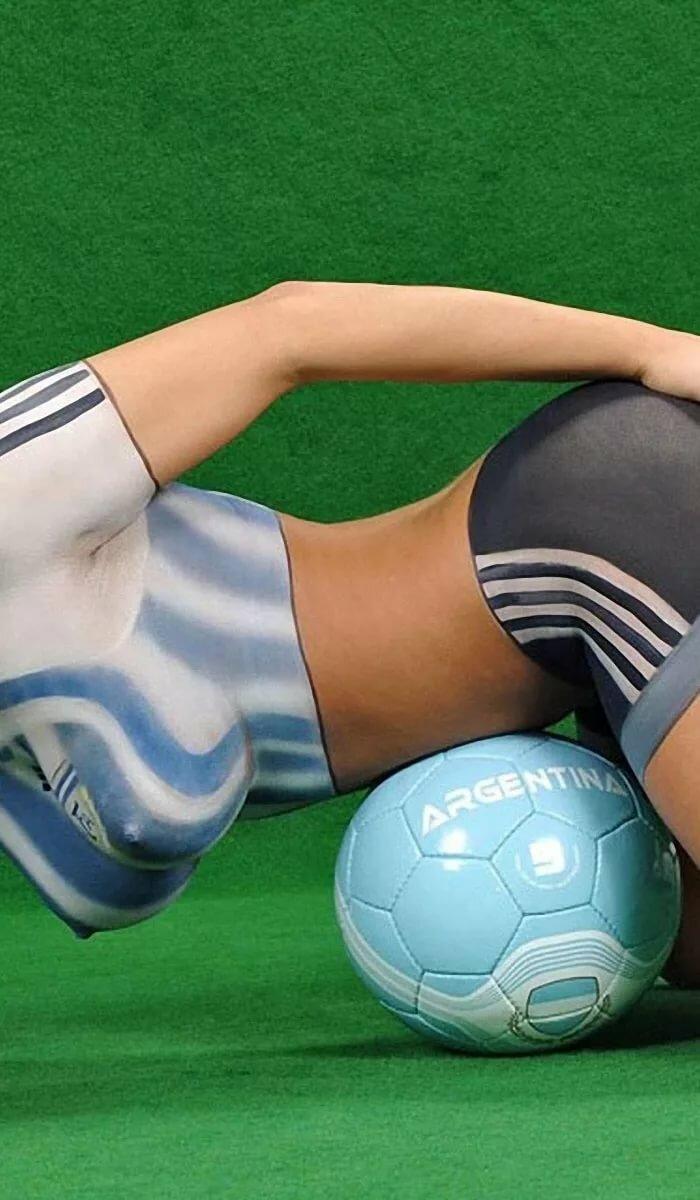 Голые Девки Играют В Футбол