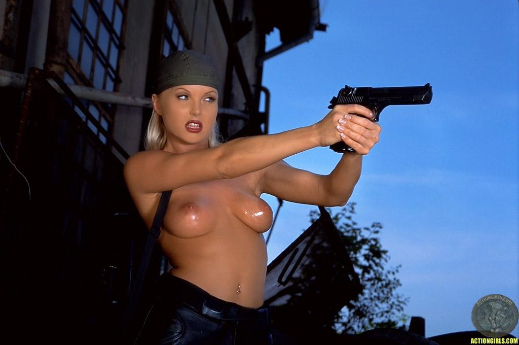 Голые Девки С Оружием