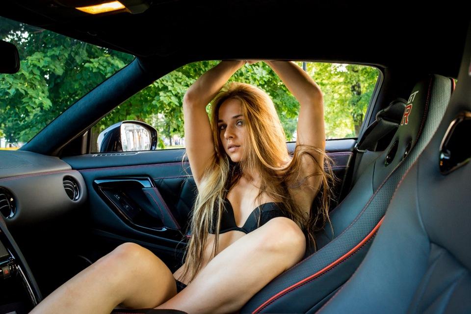 Голые Девки В Машине Фото