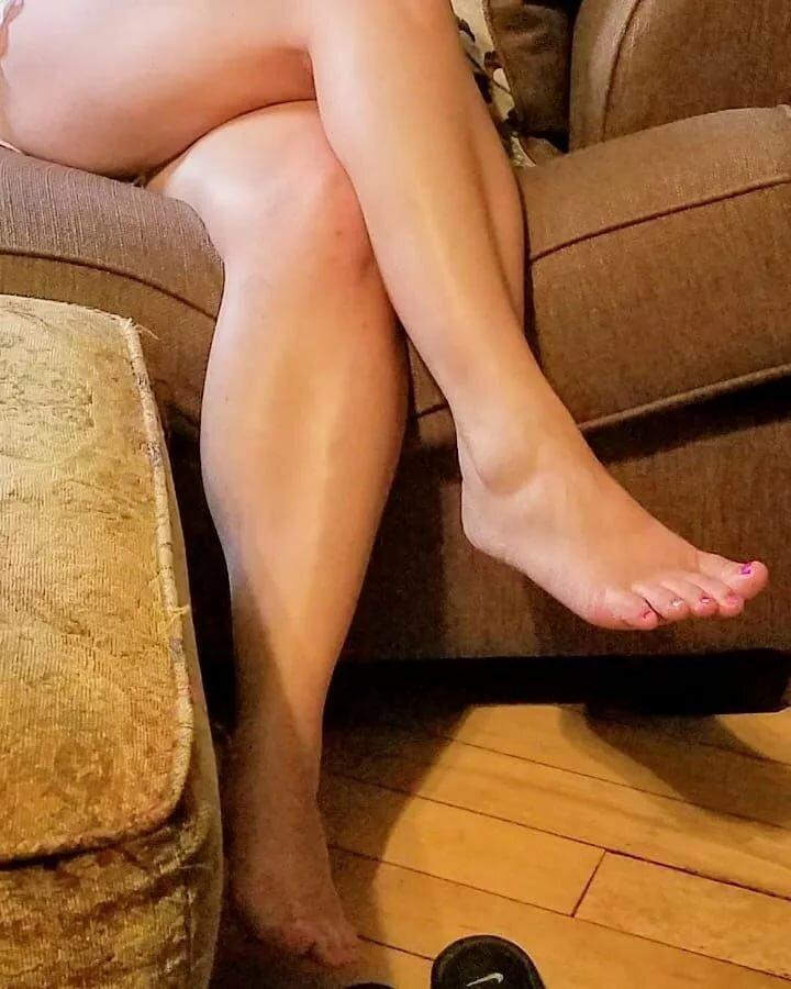 Голые Ноги Жены Фото