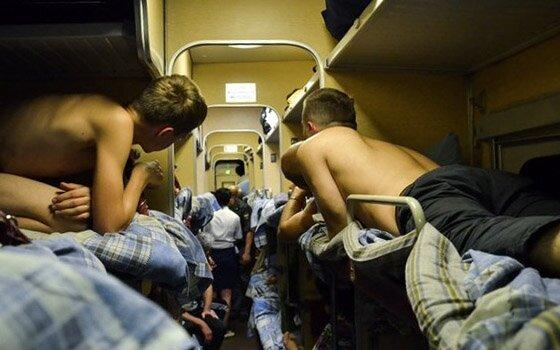 Голые В Поезде Фото