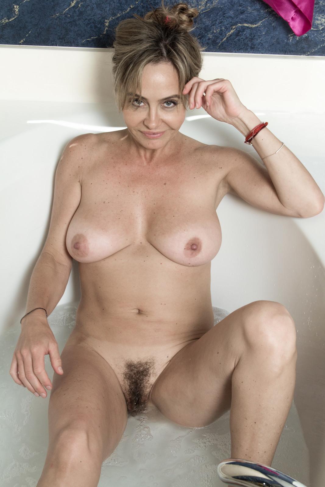 Голые Волосатые Зрелые Женщины