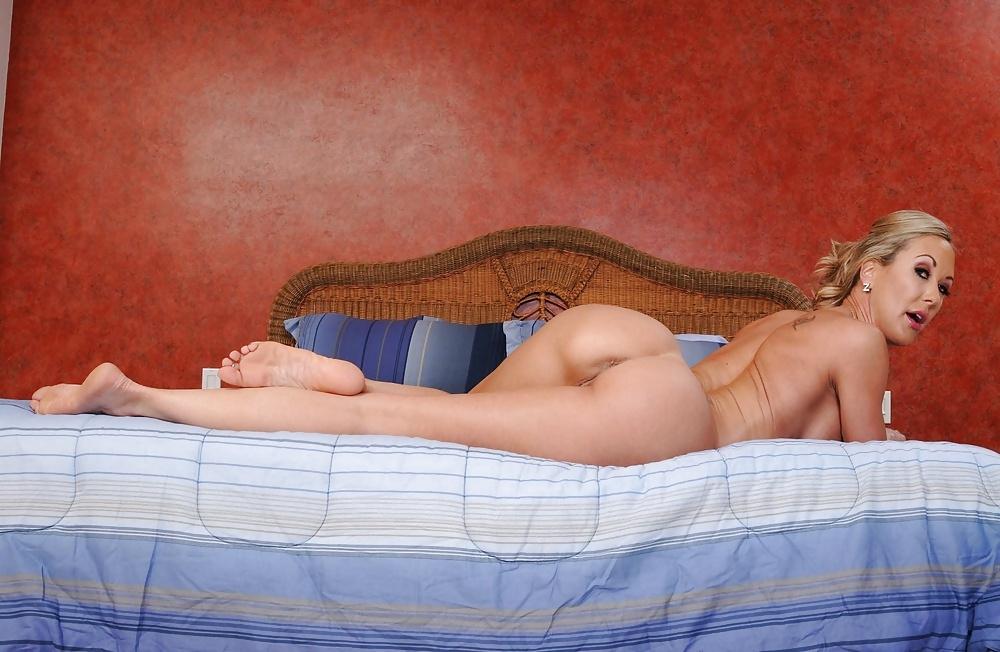 Голые Женщины В Спальне