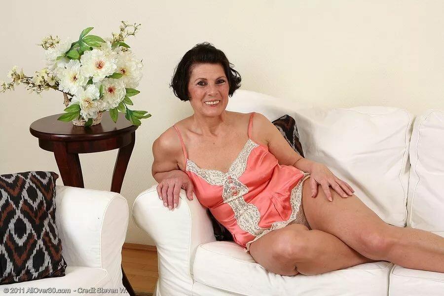 Голые Зрелые Женщины В Постели