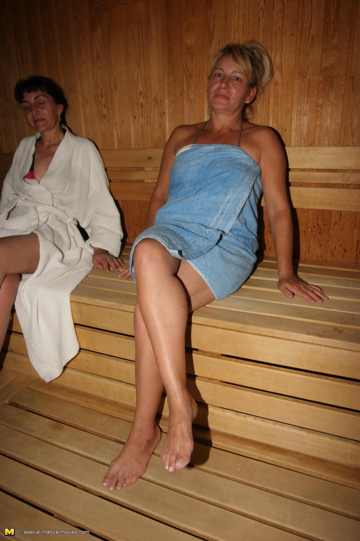 Голые Зрелые Женщины В Сауне