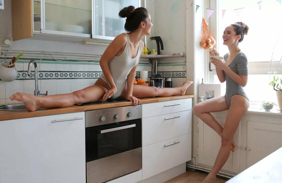 Жена Голая На Кухне С Мужиками