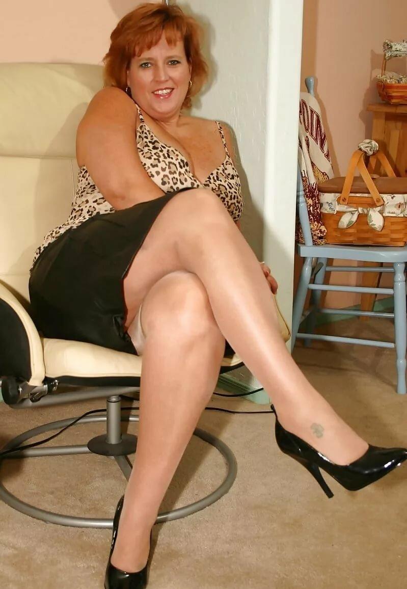 Зрелые Женщины Голые Сидят Фото